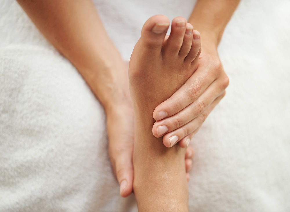 Cropped shot of a woman's foot being massagedhttp://195.154.178.81/DATA/shoots/ic_783326.jpg